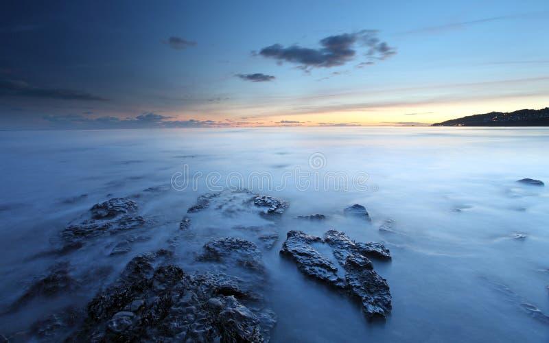Solnedgång över Lyme Regis fotografering för bildbyråer