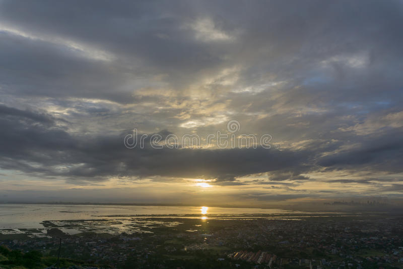 Solnedgång över Manila royaltyfri fotografi