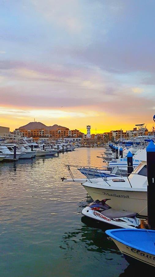 Solnedgång över marina i Mexico royaltyfri foto