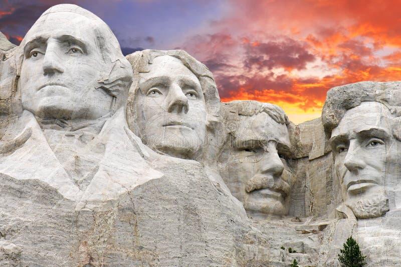 Solnedgång över Mount Rushmore, U S A arkivfoto