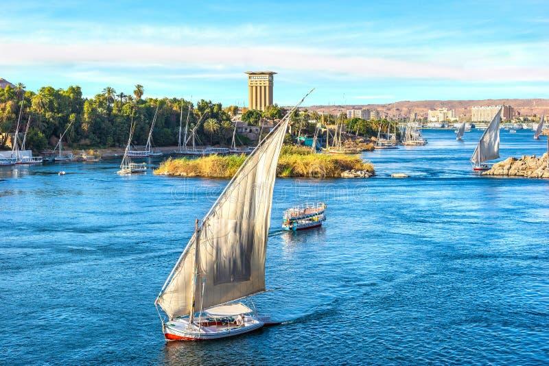 Solnedgång över Nilen i Aswan royaltyfria foton