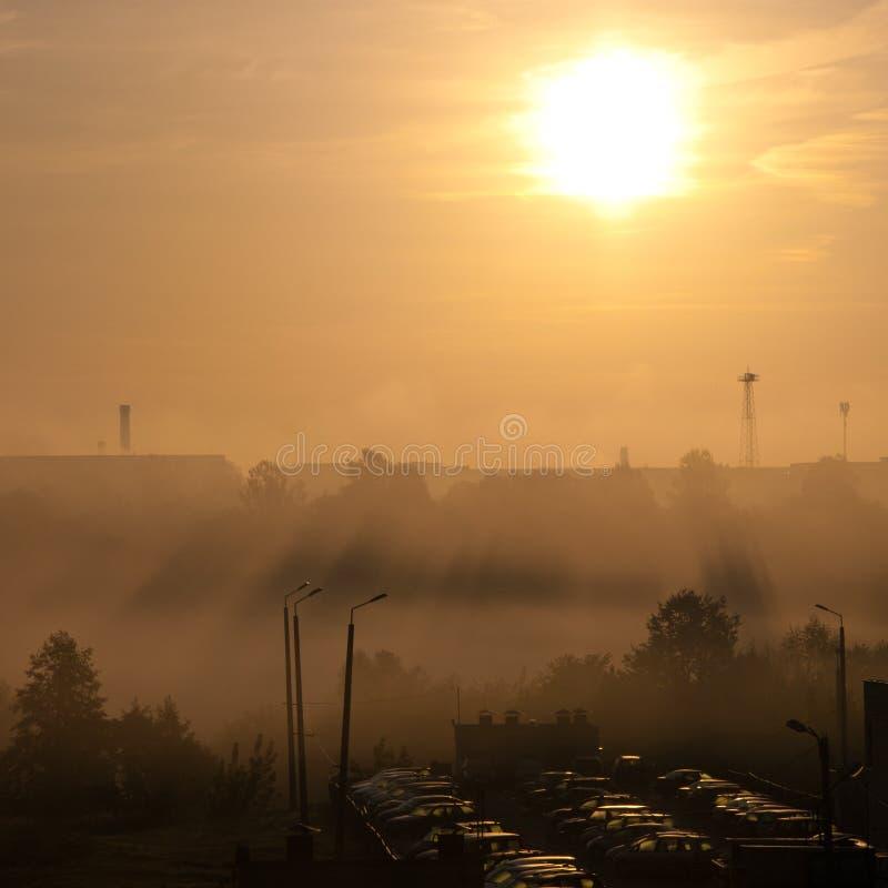 Solnedgång över staden royaltyfria foton