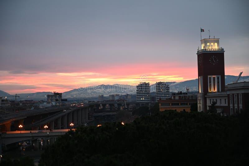 Solnedgång över Pescara i Italien arkivfoto