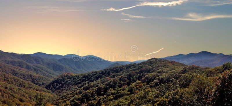 Solnedgång över Pisgah National Forest i North Carolina royaltyfria foton