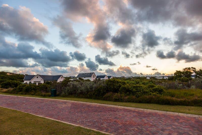 Solnedgång över sammanlänkningsgolfbanagodset i St Francis royaltyfri fotografi