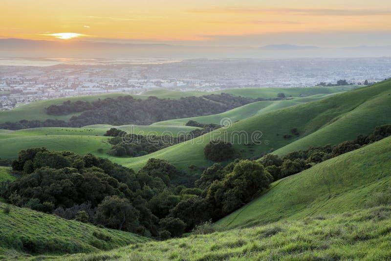 Solnedgång över San Francisco Bay Area royaltyfri fotografi