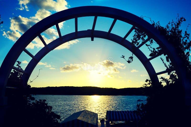 Solnedgång över sjön geneva royaltyfri bild