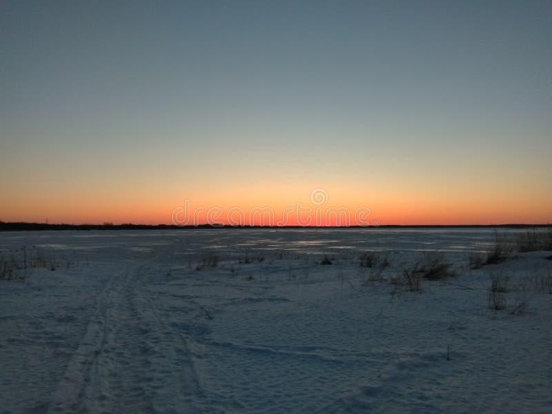 Solnedgång över sjön Seliger arkivbilder