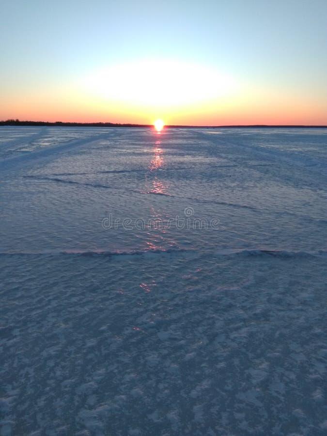 Solnedgång över sjön Seliger royaltyfria foton