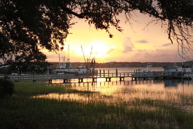 Solnedgång över skalleliten vik 34 arkivbilder