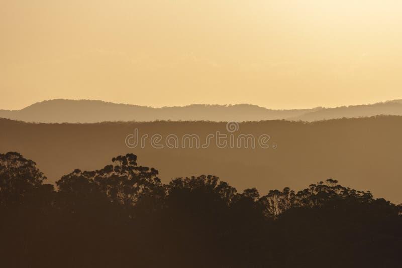 Solnedgång över solskenkustbaklandet fotografering för bildbyråer