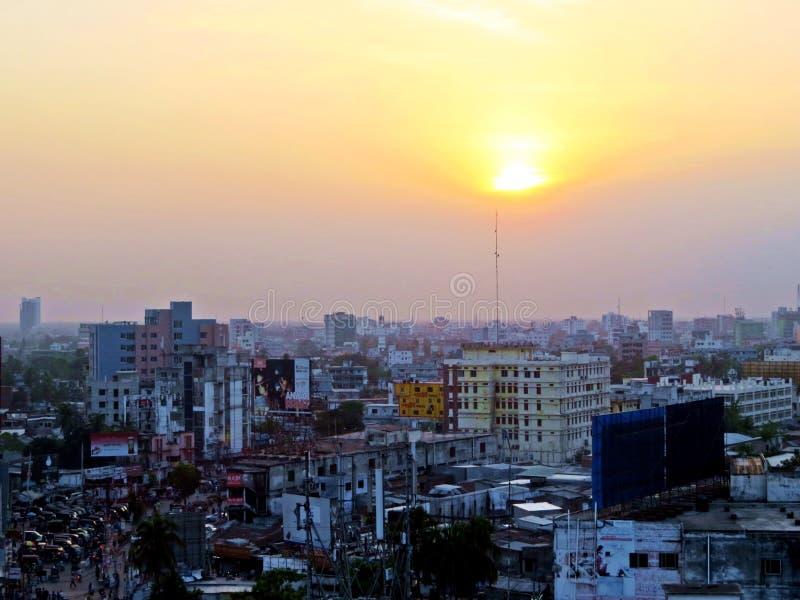 solnedgång över staden av Khulna, Bangladesh royaltyfria foton