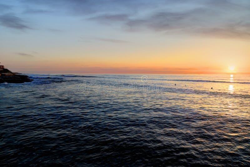 Solnedgång över Stilla havet royaltyfri fotografi