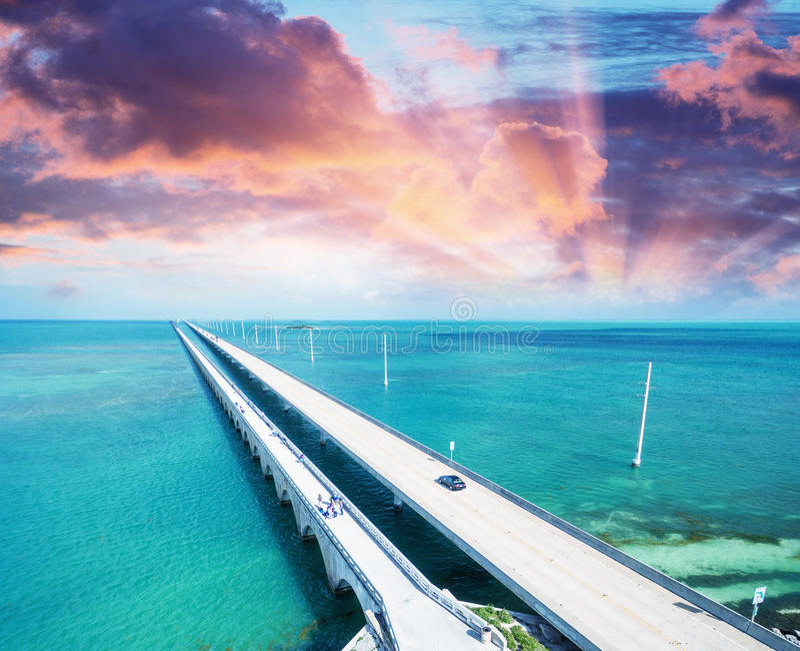 Solnedgång över tangentbron, Florida royaltyfria foton