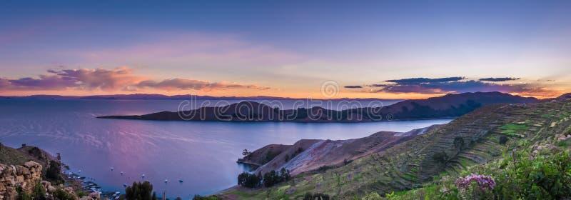 Solnedgång över Titicaca sjön, Isla del Sol - Bolivia fotografering för bildbyråer
