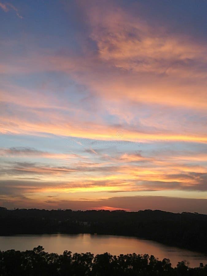Solnedgång över villebrådsikt arkivfoton