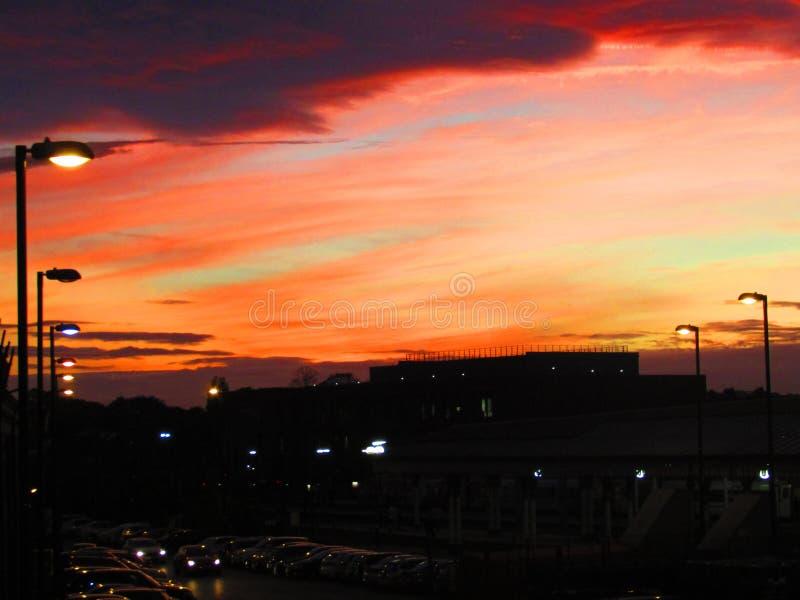 Solnedgång över York drevstation royaltyfri foto