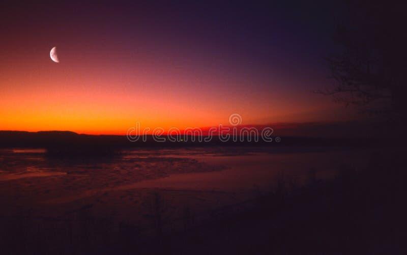 Download Solnedgång fotografering för bildbyråer. Bild av moon, skymning - 241481