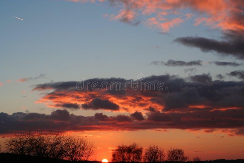 Download Solnedgång arkivfoto. Bild av nivå, färg, solnedgång, oklarheter - 523698