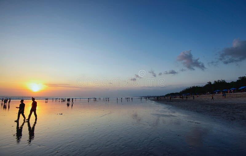 Solnedgång av den bali ön, kuta arkivfoto