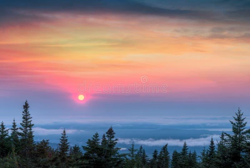 Solnedgång av det Cadillac berget arkivfoto