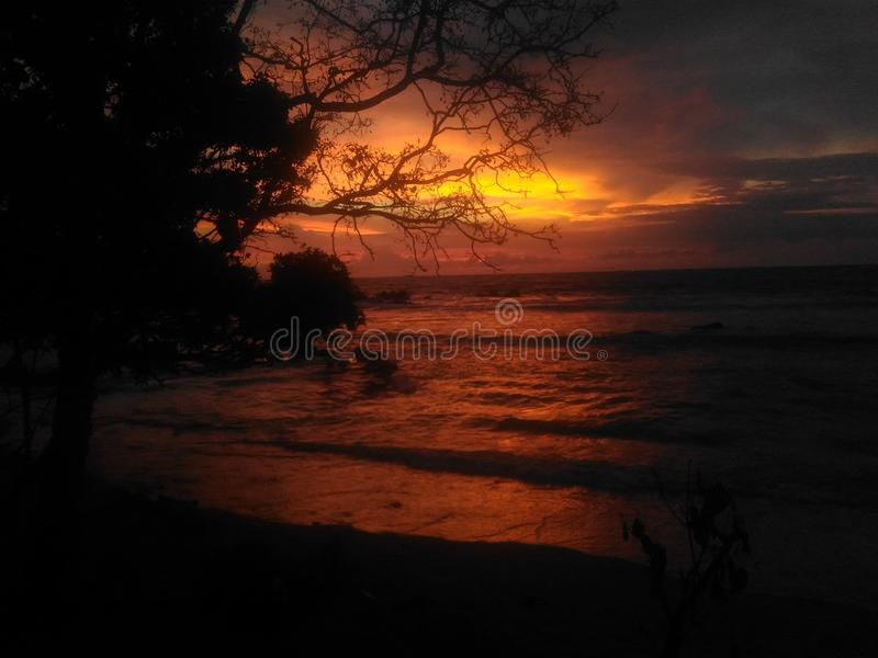 Solnedgång av moln arkivbild