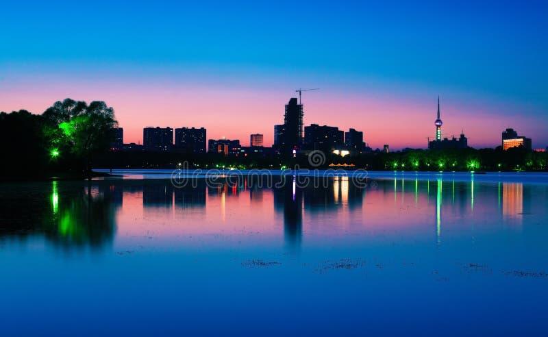 Solnedgång av staden royaltyfri bild