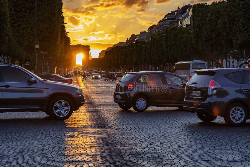 Solnedgång Champs-Elysees fotografering för bildbyråer
