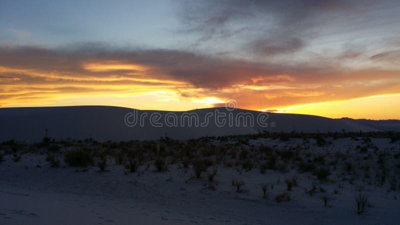 solnedgång för ökendubai dyner arkivbilder