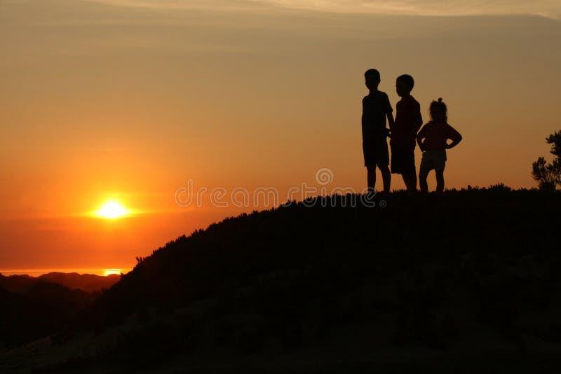 solnedgång för 2 ungar royaltyfria bilder