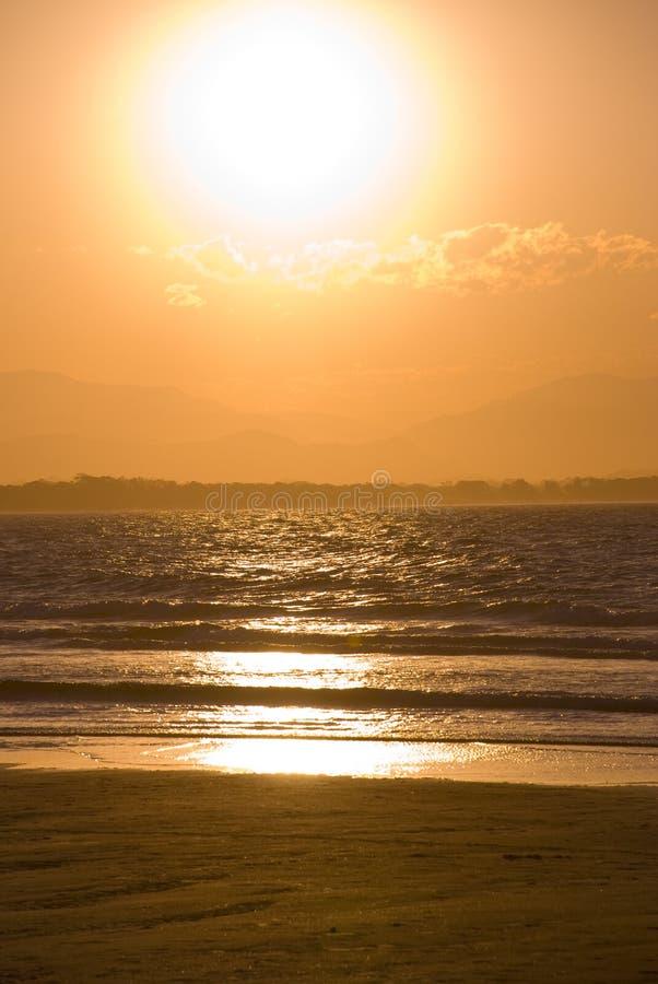solnedgång för Australien fjärdbyron fotografering för bildbyråer