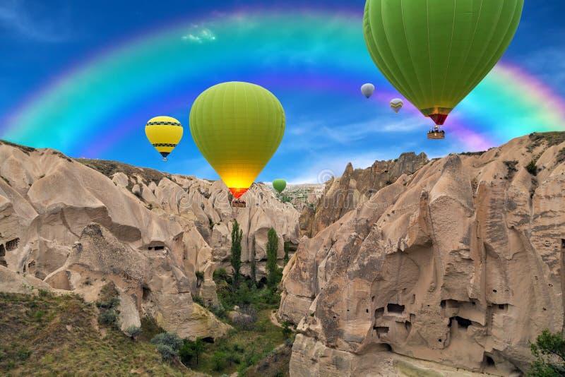 Solnedgång för ballonger för varm luft, Cappadocia, Turkiet royaltyfri foto