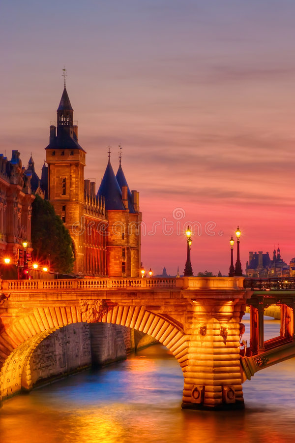 solnedgång för conciergerie bara arkivfoto
