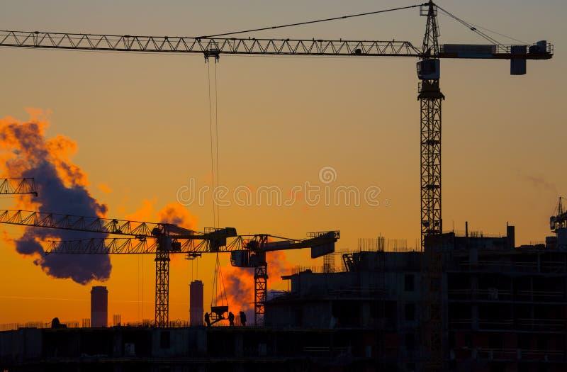 Solnedgång för husbyggnad royaltyfria bilder
