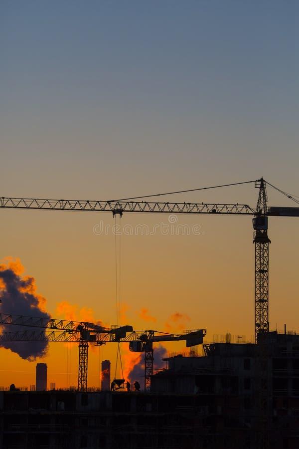 Solnedgång för husbyggnad royaltyfria foton