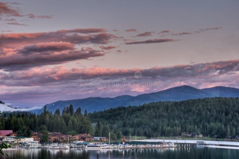 Solnedgång för LakePend Oreille, östlig Hope, Idaho arkivbilder