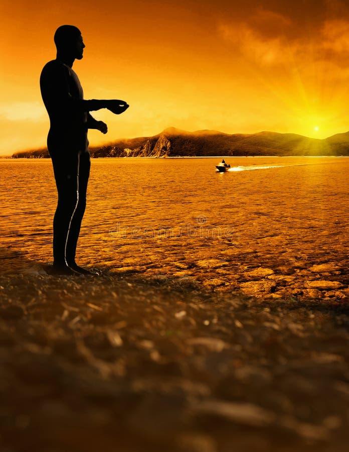 solnedgång för ljus man för bakgrund plattform fotografering för bildbyråer