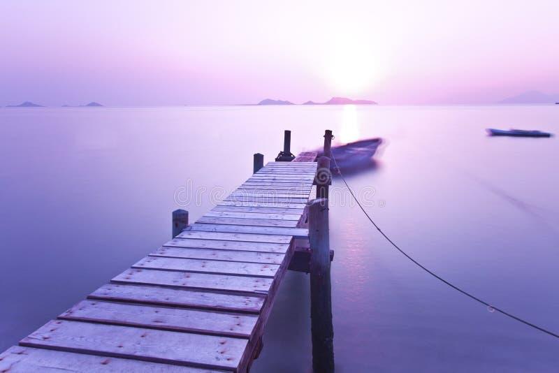 solnedgång för moodpirpurple arkivbild