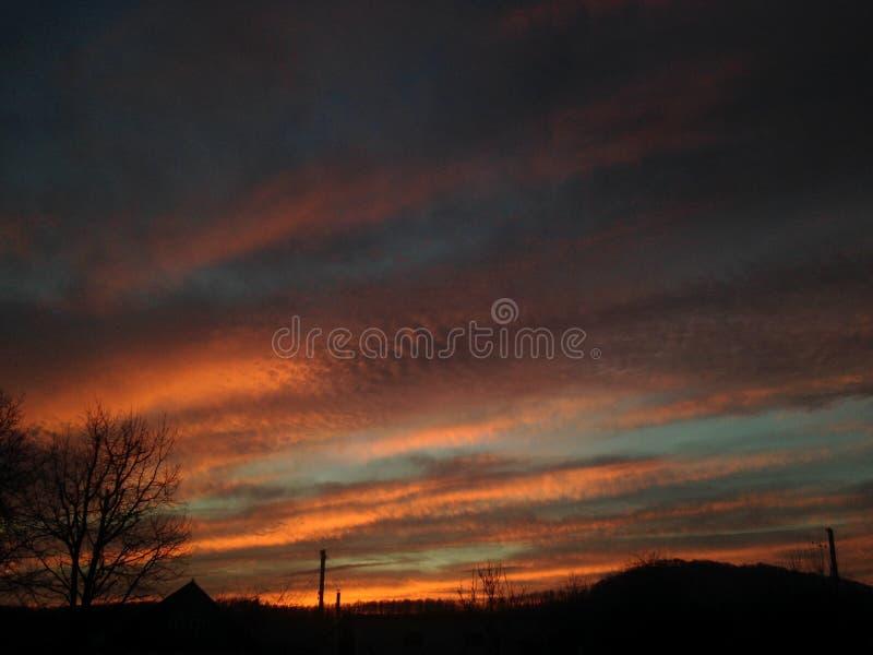 Solnedgång för natthimmel som slår arkivbild