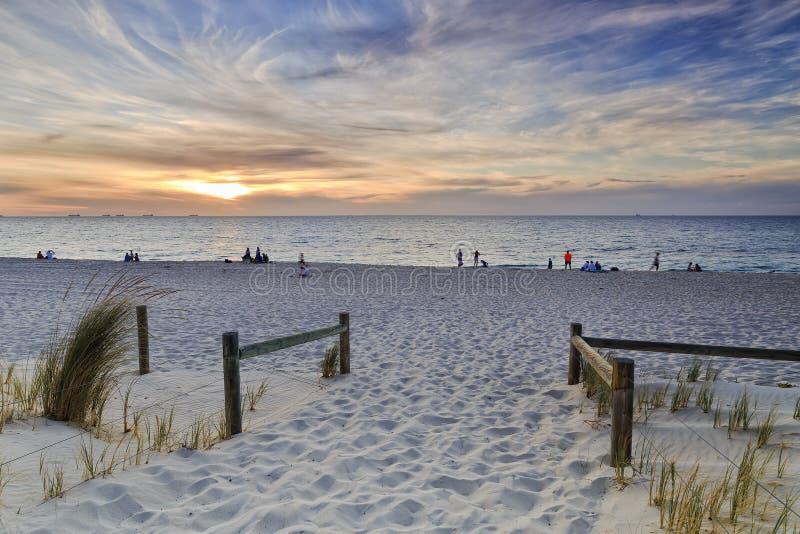 Solnedgång för PERTH strandport royaltyfri fotografi