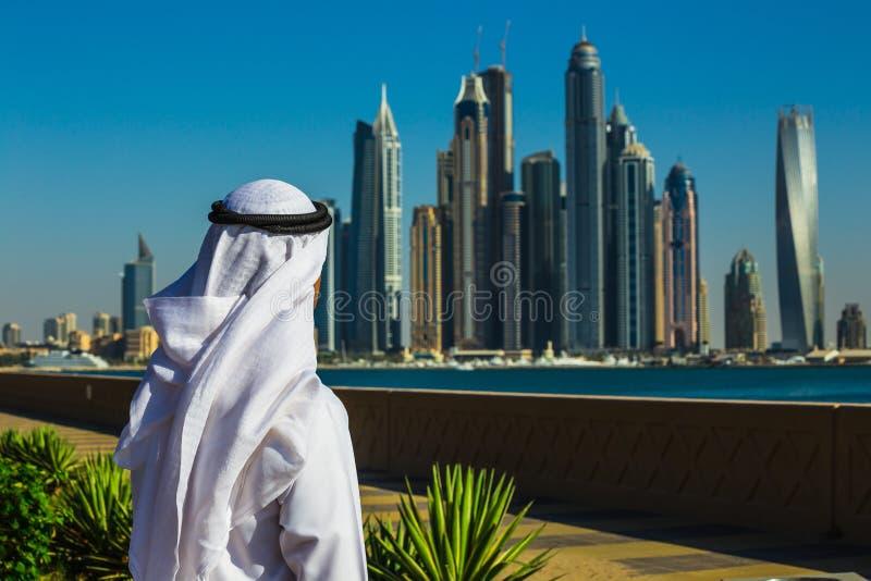 solnedgång för plats för cityscapedubai marina panorama- UAE arkivfoto