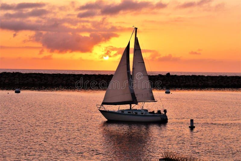 Solnedgång för Portifino Kalifornien havsida i Redondo Beach, Kalifornien, Förenta staterna arkivfoto