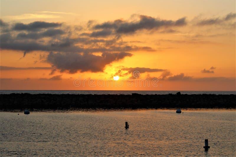 Solnedgång för Portifino Kalifornien havsida i Redondo Beach, Kalifornien, Förenta staterna royaltyfri fotografi