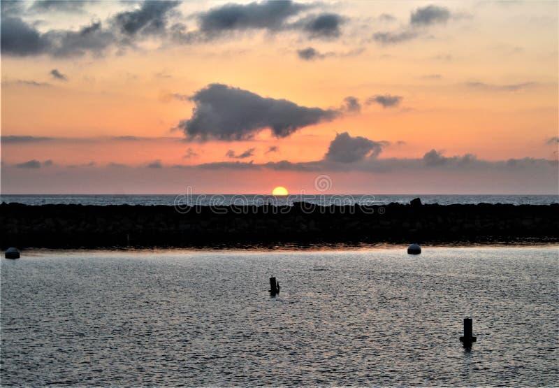 Solnedgång för Portifino Kalifornien havsida i Redondo Beach, Kalifornien, Förenta staterna royaltyfria bilder