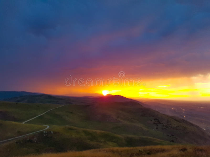Solnedgång för regn arkivbilder