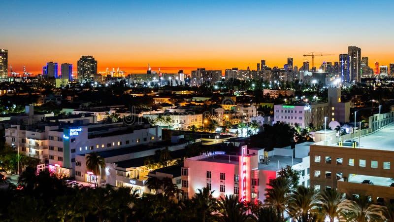 Solnedgång för timme för södra stad för strand stads- blå i Miami Florida USA arkivbild