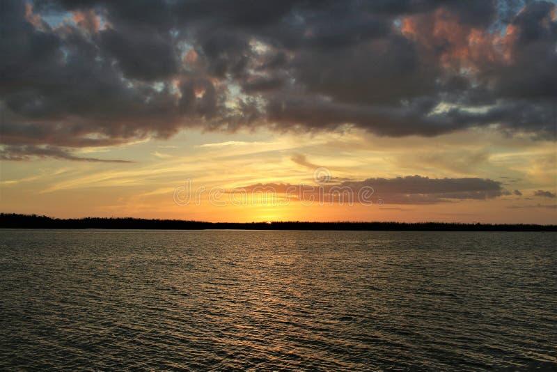 Solnedgång förankrad på Rodriguez Key i Florida Keys royaltyfria foton