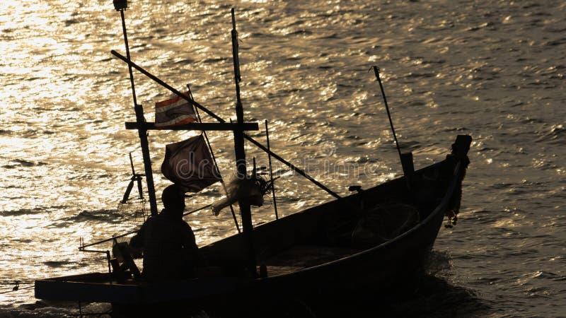 Solnedgång fartyg, skymning arkivbild