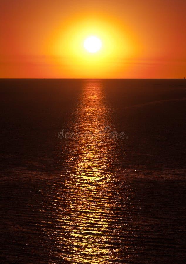 Solnedgång från Colonia de Sacramento, Uruguay arkivfoton