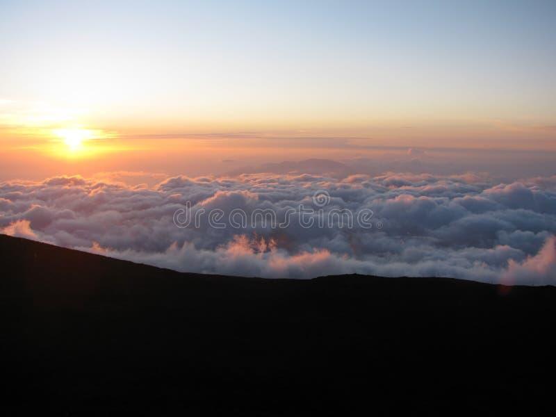 Solnedgång från den Haleakala krater i Maui, Hawaii arkivbilder
